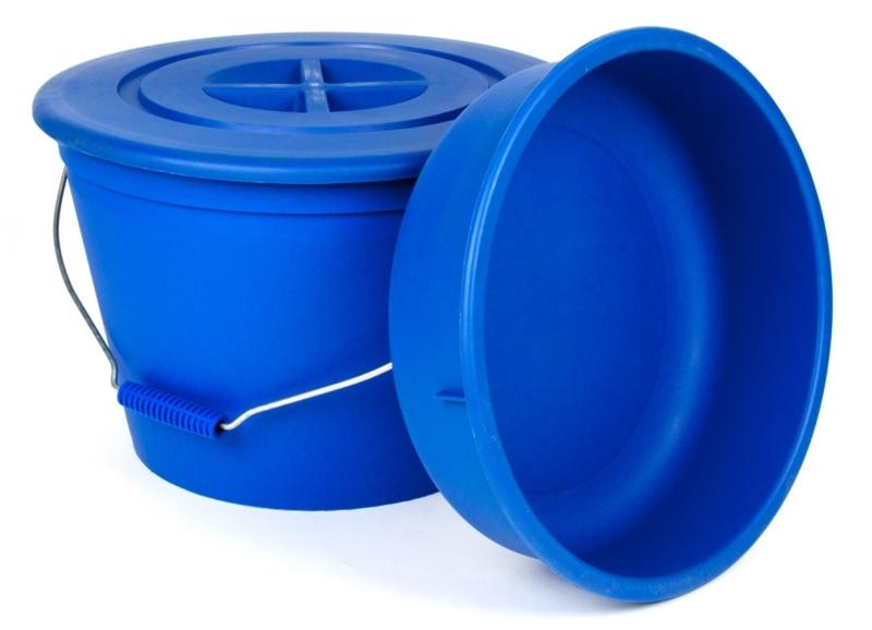 Kbelík s víkem a nádobou na míchání krmiva - 20l