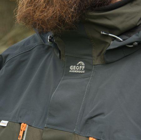Zips je chránený poklopom pre ešte väčšie pohodlie v oblasti brady